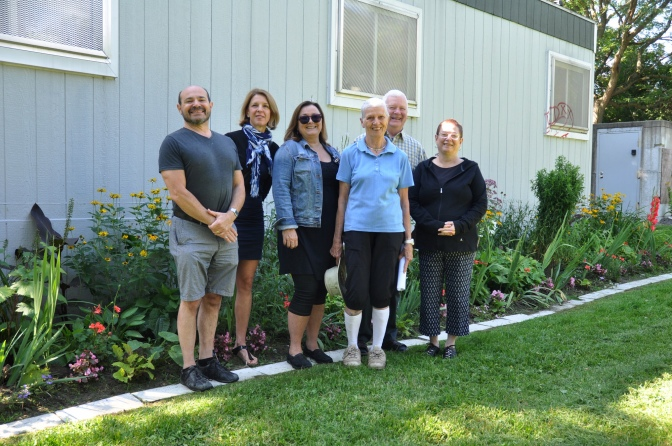 A few of the Iona Park gardeners (from left to right): Lorne Cutler, Mira Svoboda, Marg Hillier, Eileen Hunt, Kit Dinning, Bonnie Dinning. Other contributors to the gardening initiative (not pictured here), include Mary-Lou Davies, Vi Lowe, Judith Shane, Joan Ramsay, Yvonne Hunt, Linda Moran, Wayne Walters, Leslie Bricker, Jen Demers, Ken Hoffman, and Sjors Reijers. Photo by Andrea Tomkins